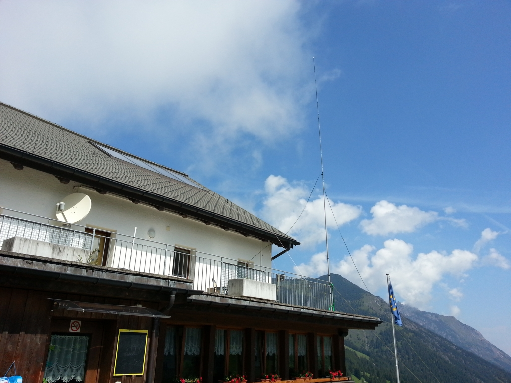 Antenna mounted to balcony at 1500m altitide!